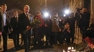 """الرئيس الروسي """" بوتين """"  يزور موقع هجوم سان بطرسبرغ ( صور)"""