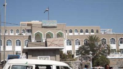 قوات عسكرية تتسلم حراسة مستشفى الثورة في مدينة تعز