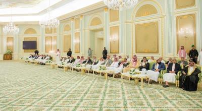 أول تعليق لحكومة بن حبتور على لقاء الأمير محمد بن سلمان بعدداً من مشائخ ووجهاء اليمن