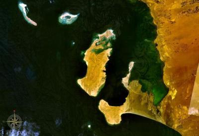 التحالف يبدأ بحصار جزيرة كمران التابعة لمحافظة الحديدة