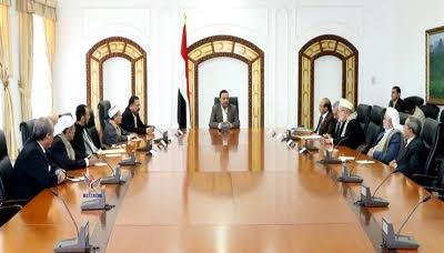 """صحفي مقرب من الرئيس السابق """" صالح """" يهاجم المجلس السياسي ويكشف كيف يقوم بإهانة اليمنيين ويتحدث عن تدهور الأوضاع بصنعاء"""