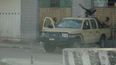 تفاصيل إقتحام مسلحين لمركز شرطة الشيخ عثمان بعدن وفرار 23 سجيناً .. والإحتجاجات التي إندلعت ظهر اليوم