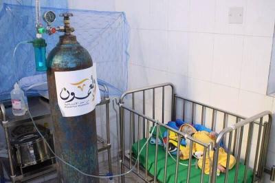 ويطعمون تطلق حملة لدعم الحاضنات بتعز وتقدم أدوية ومحاليل وأوكسجين لمستشفيي السويدي والمظفر