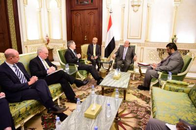 الرئيس هادي يلتقي السفير الأمريكي ونائب مساعد وزير الخارجية الأمريكي