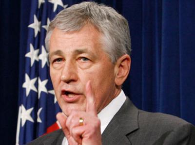 مصدر دبلوماسي : وزير الدفاع وافق على توسيع الضربات الأميركية لتشمل صنعاء وعدن