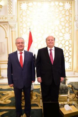 محافظ عدن يؤدي اليمين الدستورية أمام الرئيس هادي ( صور)