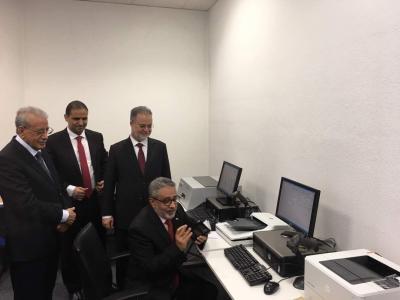 وزير الخارجية يفتتح مركز الإصدار الآلي لدول أوروبا