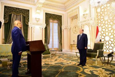 الوزراء الجدد يؤدون اليمين الدستورية أمام الرئيس هادي