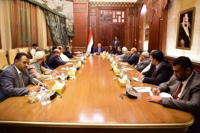هذا ما خرج به الإجتماع الطارئ للرئيس هادي ونائبه وهيئة مستشارية حول الإعلان عن تشكيل مجلس إنتقالي جنوبي
