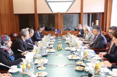 بن دغر يعقد جلسة مباحثات رسمية مع الحكومة الألمانية ( صوره)