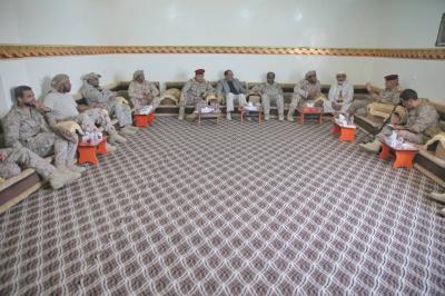 الفريق علي محسن الأحمر يصل مأرب ويعقد إجتماعاً بالقيادات العسكرية وقيادات من التحالف ( صوره)