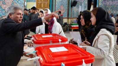 الناخبون الإيرانيون يتوجّهون إلى صناديق الاقتراع لاختيار رئيسهم الجديد