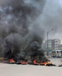 إستمرار الإحتجاجات وقطع الطرقات في عدن