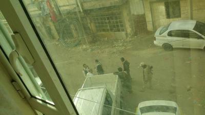في أول مظاهرة تخرج ضد الحوثيين وسط العاصمة صنعاء .. الحوثيون يختطفون نشطاء سياسيين ونساء