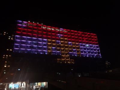 لأول مره .. بلدية تل أبيب ترفع العلم المصري ( صوره)