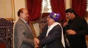 الرئيس هادي يجري إتصالاً هاتفياً بالقيادي المؤتمري سلطان البركاني