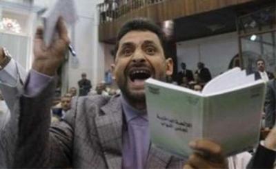 وزير في حكومة بن حبتور يكشف المستور ويدعوا إلى محاكمة الجميع ويقول إنه يبرأ إلى الله مما يعمله السفهاء