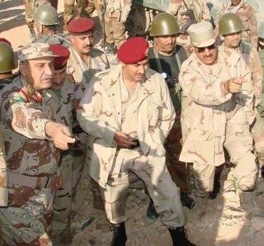 صحيفة : الإمارات ترعى صلحاً بين وزير الدفاع وبين الرئيس السابق صالح ونجله السفير أحمد علي