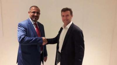 السفير البريطاني يلتقي عيدروس الزبيدي ويقول أنه يدعم صوتا جنوبيا قوياً وموحداً