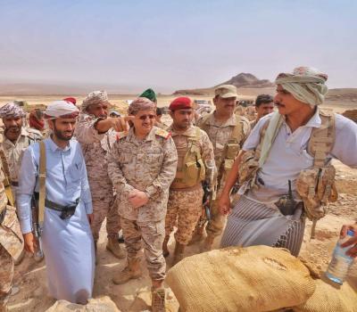 اللواء المقدشي يزور وحدات الجيش في محيط جبل مرثد شمال غرب صرواح