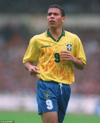 شاهد بالصور .. اللاعب البرازيلي رونالدوا بعد تضخمه