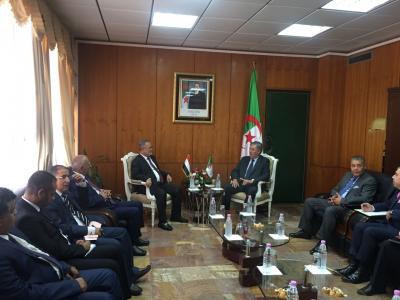 المخلافي يبحث زيادة المنح الدراسية مع وزير التعليم العالي الجزائري