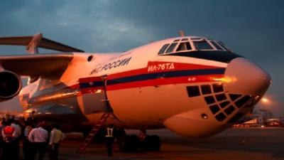 طائرة طوارئ روسية تعيد عشرات الروس من اليمن إلى وطنهم