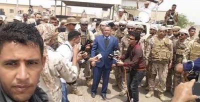 بالصور .. بن دغر يزور قاعدة العند وجبهات القتال في كرش برفقة ضباط من التحالف