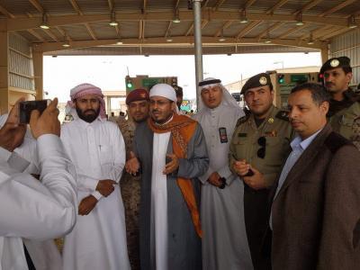 وزير الأوقاف يتفقد سير الاستعدادات لتفويج الحجاج اليمنيين في منفذ الوديعة