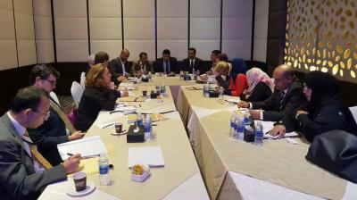اللجنة الوطنية للتحقيق بشأن جرائم الإنتهاكات في اليمن تعقد لقاءاً مع عدد من سفراء وممثلي الدول الـ 18