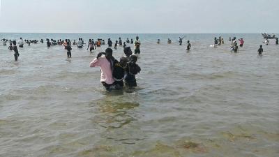 غرق 50 مهاجرا قبالة اليمن أجبرهم مُهرب على القفز بالبحر