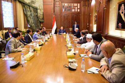 الرئيس هادي يعقد إجتماعاً برؤساء الكتل البرلمانية في مجلس النواب ( صوره)
