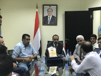 """الإرياني يكرم مراسل قناة العربية """" محمد العرب """""""