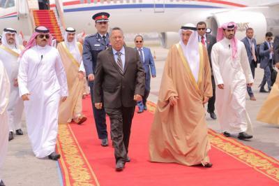 """إستقبال رسمي لرئيس الوزراء """" بن دغر """" في البحرين ( صور)"""