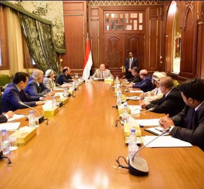 الرئيس هادي يترأس إجتماعاً بمستشاريه بحضور نائبه ورئيس الوزراء