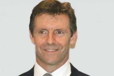 السفير البريطاني لدى اليمن يتوقع صراعاً في صنعاء