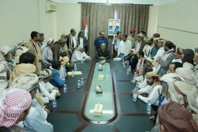 الفريق علي محسن الأحمر يلتقي عدداً من الشخصيات الاجتماعية لمحافظة صنعاء ( صوره)