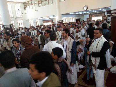 مصلّون بأحد مساجد العاصمة صنعاء يجبرون خطيب حوثي على قطع خُطبة الجمعة بعد أن إستفزهم ( تفاصيل)