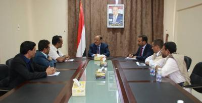 الفريق علي محسن الأحمر يوجه الحكومة برعاية أسر الصحفيين الشهداء والمختطفين