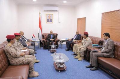 بن دغر يلتقي محافظ تعز وقائد المنطقة العسكرية الرابعة