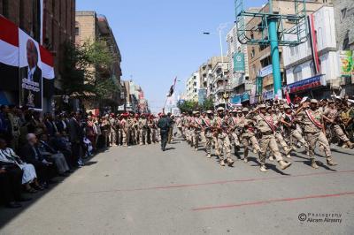 بالصور .. عرض عسكري وحفل جماهيري كبير لأبناء تعز بمناسبة ذكرى ثورة 26 سبتمبر