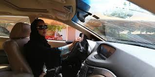 الملك سلمان يحسم الجدل ويأمر بإصدار رخص قيادة السيارات للمرأة