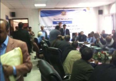 """تفاصيل ما حدث اليوم بين الوزير المؤتمري بن حفيظ والقيادي الحوثي """" المداني """" بعد إقتحام الأخير لإجتماع قيادات الوزارة"""
