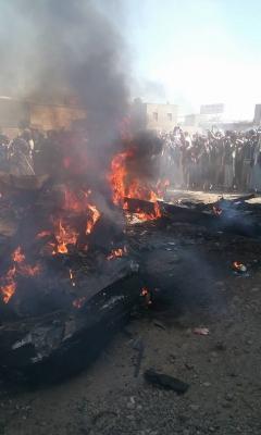 بالصور : غارات جوية على معسكر السواد بصنعاء وسقوط طائرة تابعة للتحالف في العاصمة صنعاء