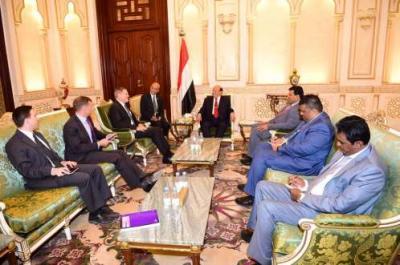 الرئيس هادي يلتقي سفيري أمريكا وبريطانيا