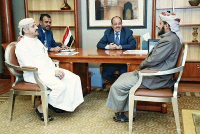 الشيخ حمود المخلافي يظهر من جديد بجانب الفريق علي محسن الأحمر ( صوره)