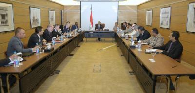 الفريق علي محسن الأحمر يلتقي فريق العمل الأمني المنبثق عن مجموعة أصدقاء اليمن ( صوره)