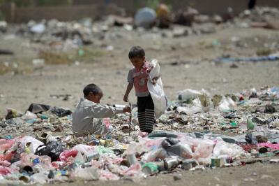 برنامج الأغذية العالمي يقول بأن يمنيان من بين كل ثلاثة لا يعرفون من أين سيحصلون على وجبتهم التالية وهذه هي المحافظة الأشد تضرراً