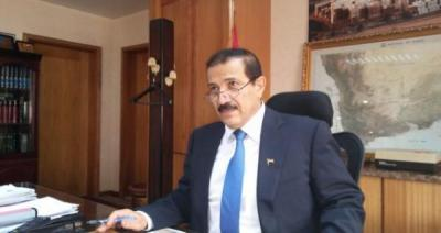 """الحوثيون يقتحمون وزارة الخارجية بصنعاء ويطردون الموظفين من مكتب الوزير المؤتمري """" شرف"""" ( تفاصيل)"""