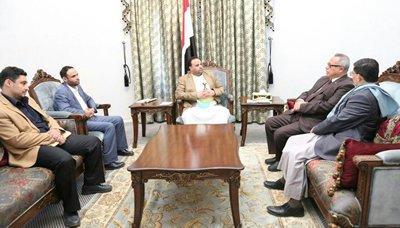 الحوثيون يعلنون عن صرف نصف مرتب للمعلمين